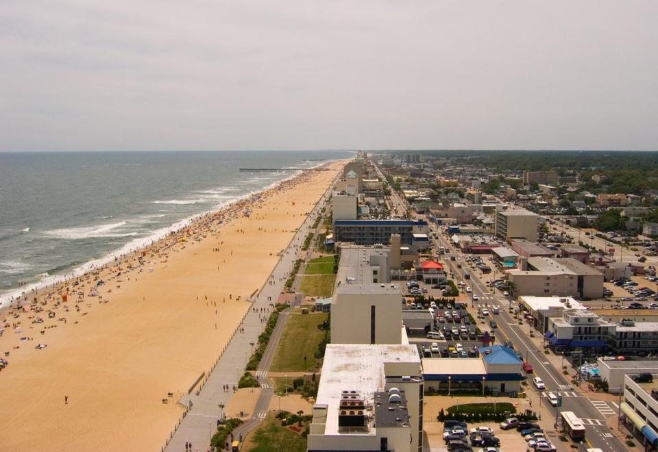 Free Shoreline at Atlantic Ocean and Virginia Beach