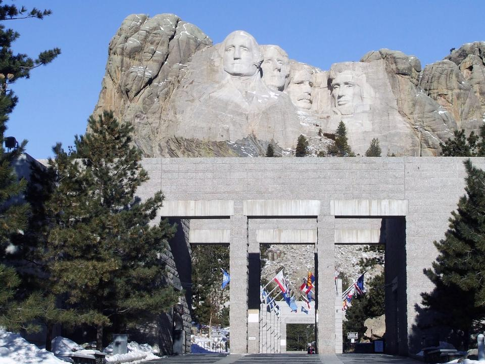 Free Mount Rushmore and Avenue of Flags