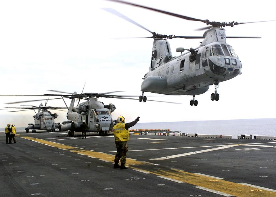 Free CH-46 Sea Knight helicopter