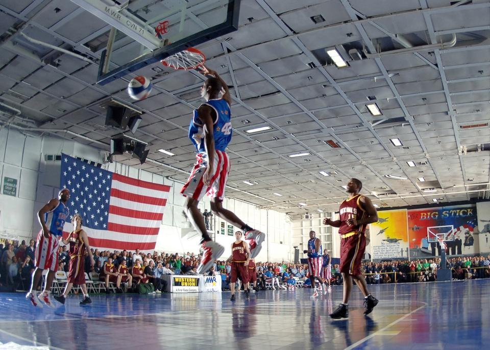 Free Harlem Globetrotters basketball team in an exhibition match