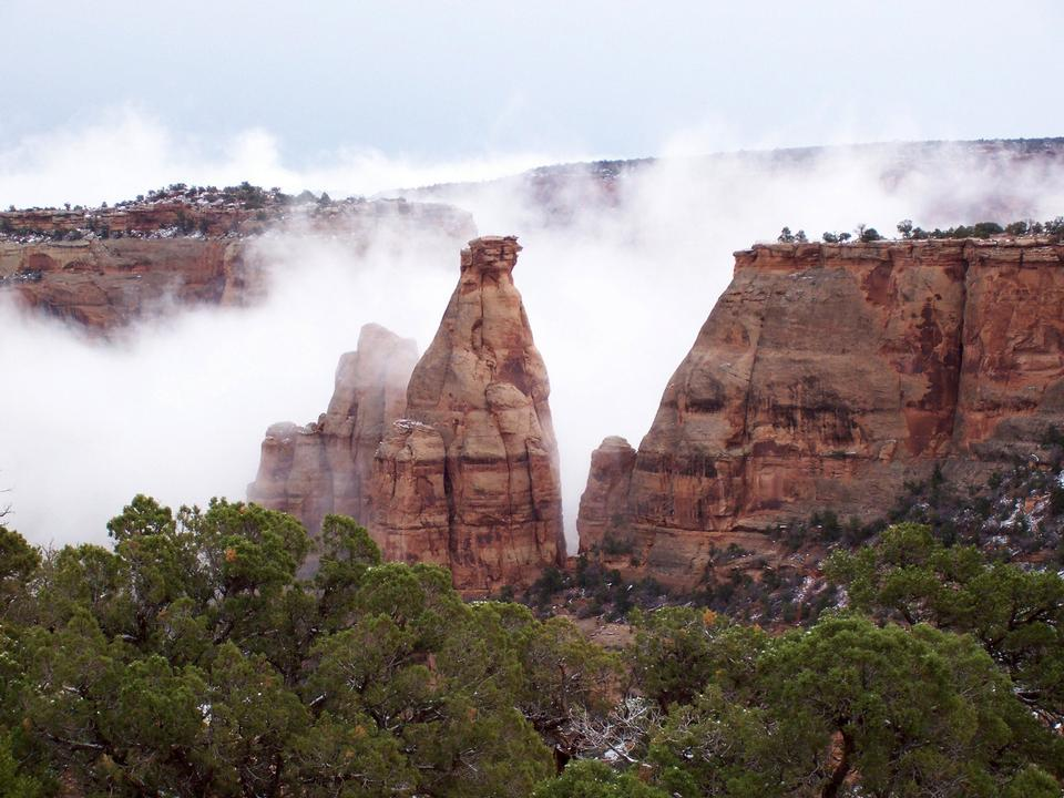 Free Misty monoliths in Monument Valley