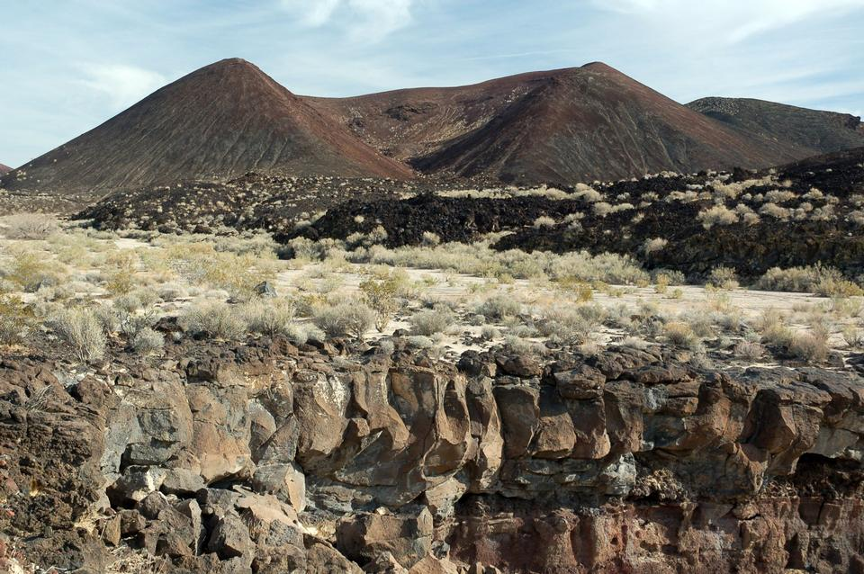 Free Photos: Cinder Cone and Lava Flow   ustrekking