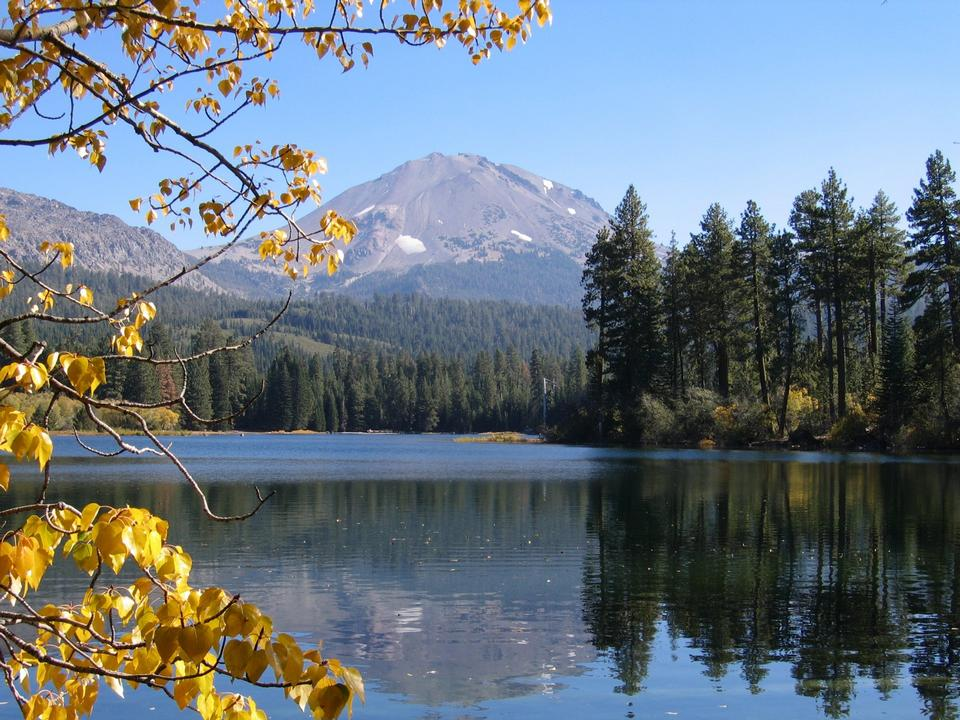 Free Manzanita Lake in the fall