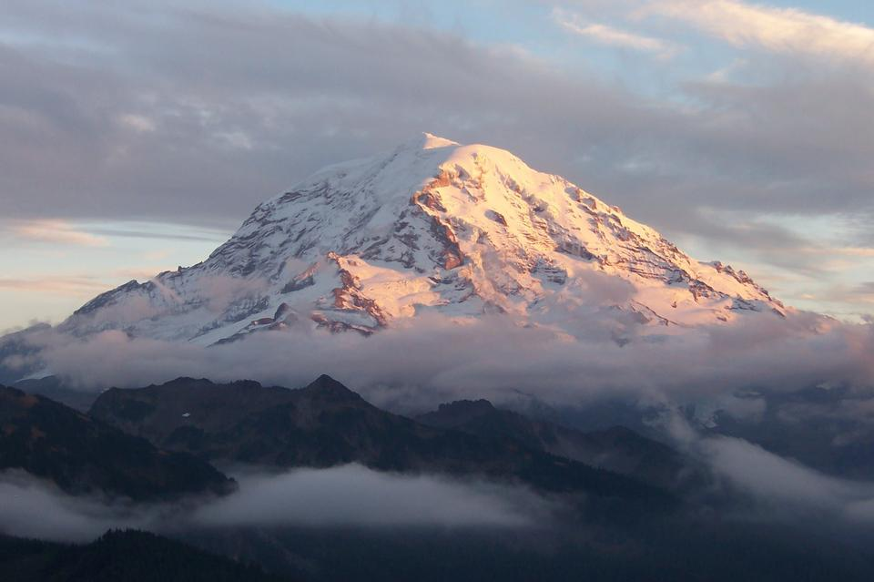 Free Mount Rainier towers over all surrounding mountains