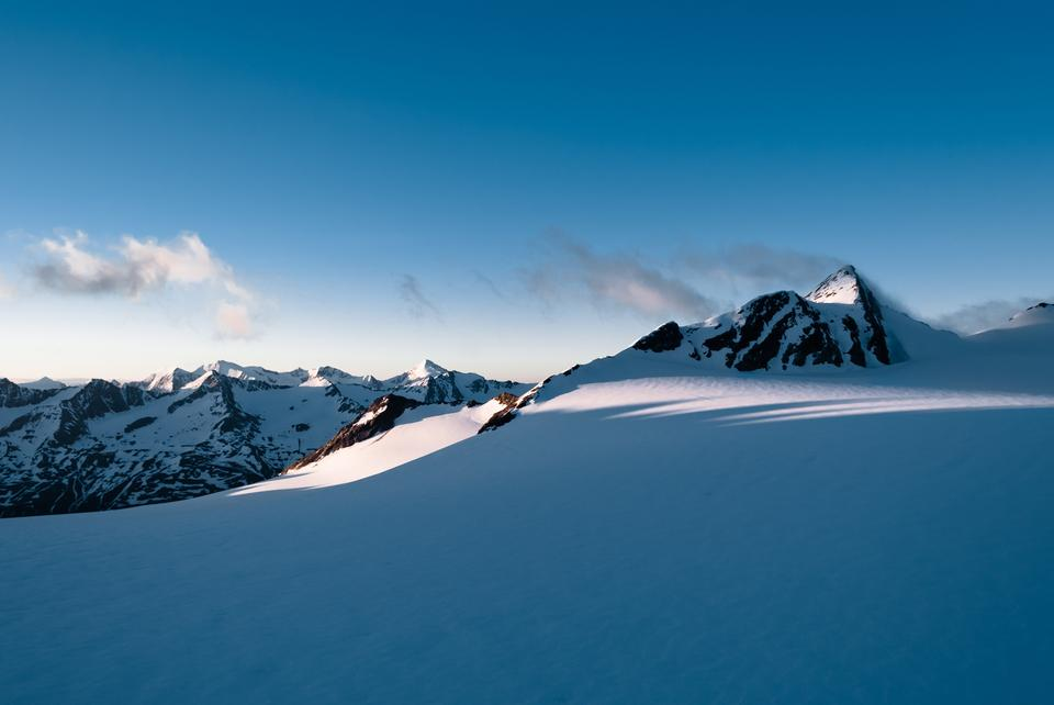 Free Fantastic evening winter landscape