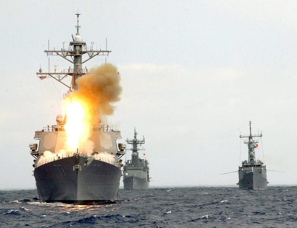 Free The guided missile destroyer USS O'Kane launches an SM-2