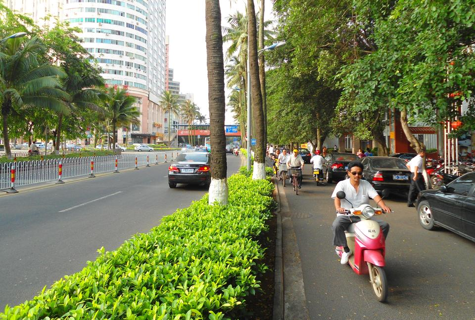 Free Street and bike lane, Haikou City