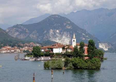 Free Autumn view of the Fishermen Island, Lake Maggiore
