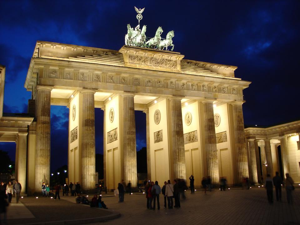 Free Brandenburg Gate in late night