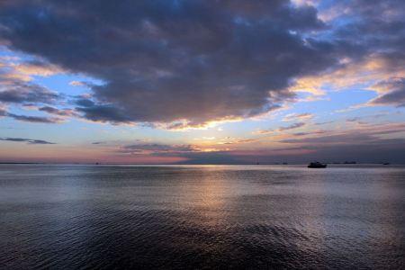 Free Sunset in Manila Bay
