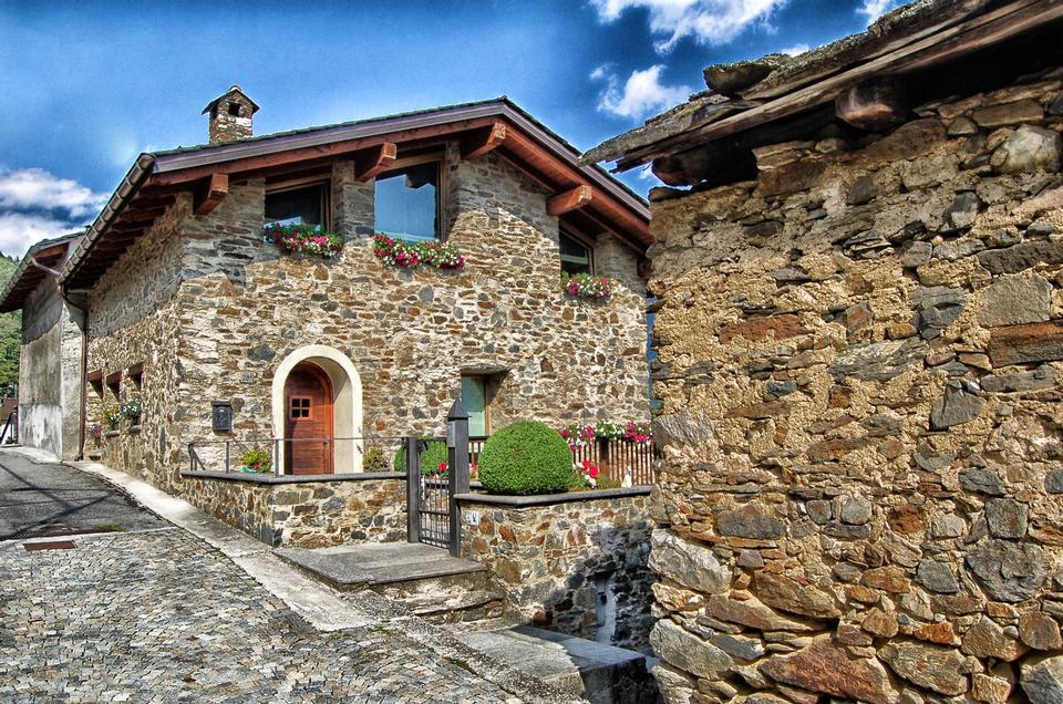 Free Photos: Traditional House Tirano Italy | publicdomain