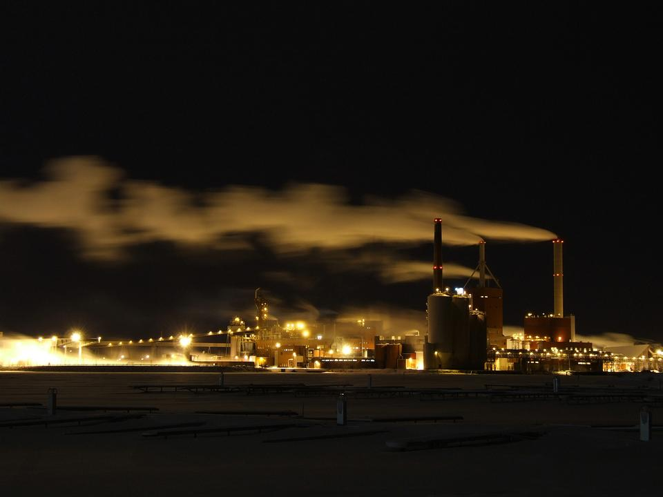Free A night of Stora Enso Pulp and Paper Mill in Oulu, Finlan