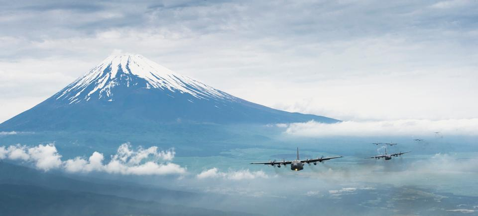 Free C-130 Hercules cargo aircraft fly in Mount Fuji, Japan