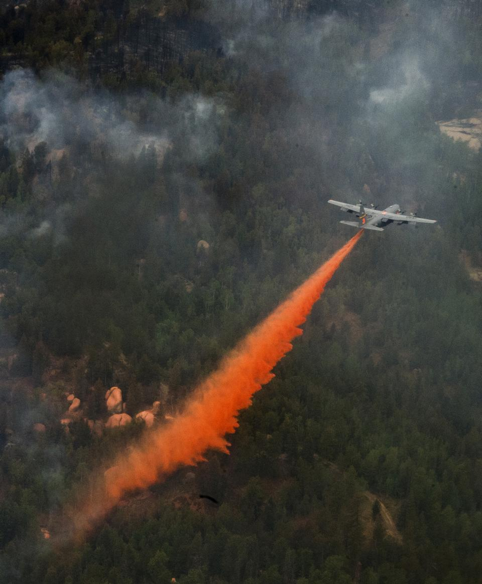 Free A C-130 Hercules equipped with a Modular Airborne Fire Fighting