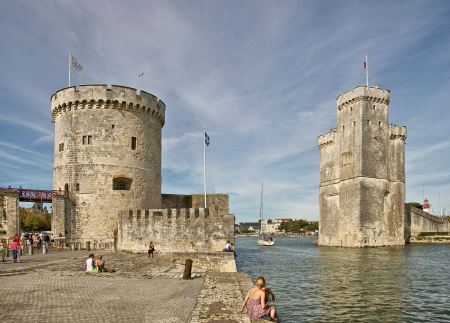 Free La Rochelle, entrance to the Old Port