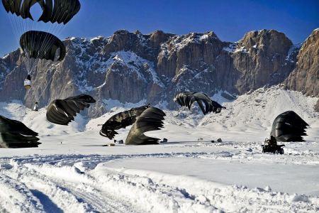Free parachute landing extreme snow,mountains