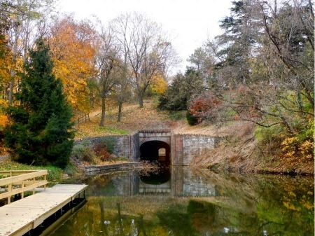 Free lake and through tropical forest Pennsylvania Canal