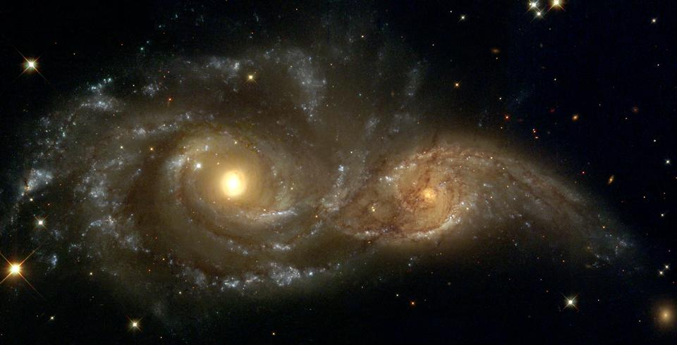 Free Near colliding NGC 2207 and IC 2163