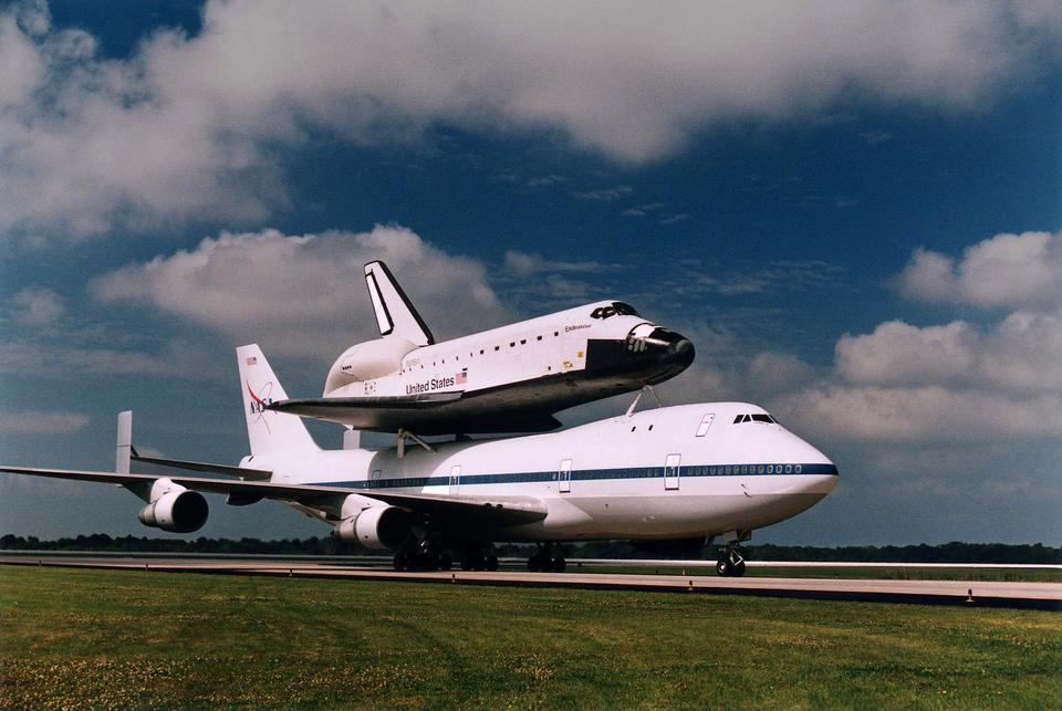 Free Endeavour mounted on a Shuttle Carrier Aircraft