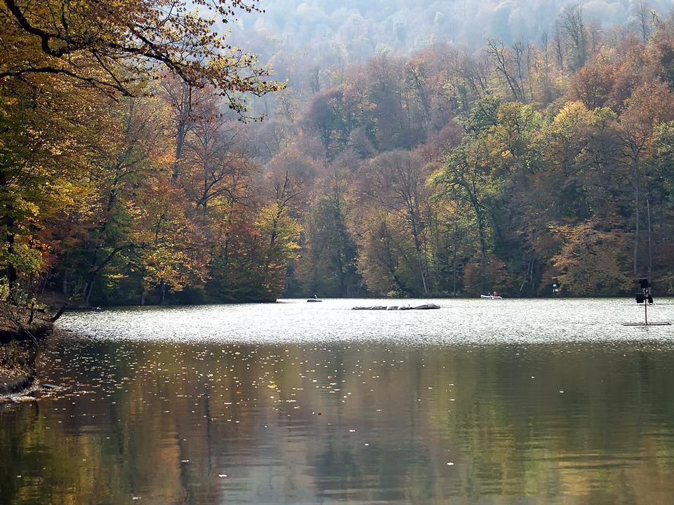 Free Armenia autumn lake view