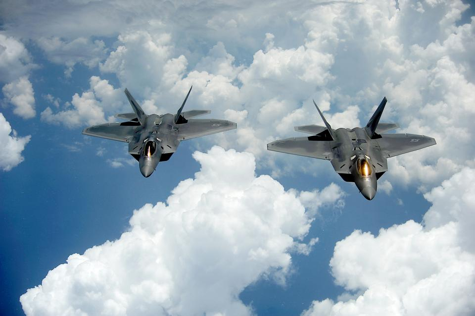 Free A pair of F-22 Raptors pulls away