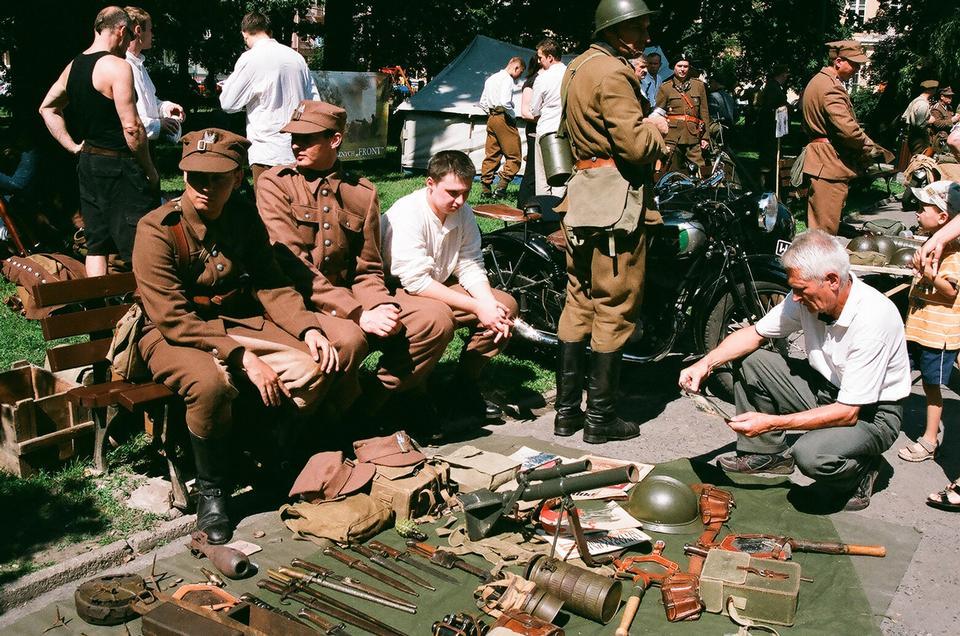 Free Street Military Equip Market