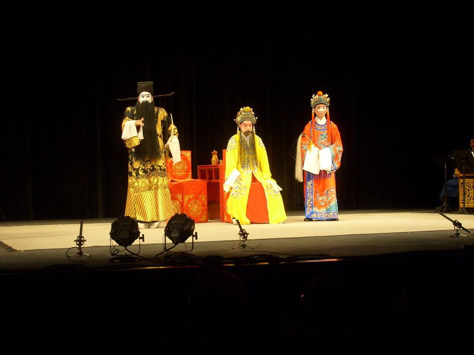 Free chinese opera actor perform