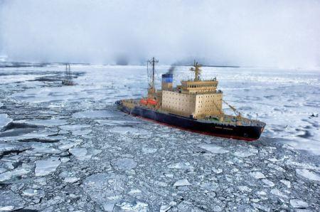 Free Russia ice-breaker in  Arctic Ocean