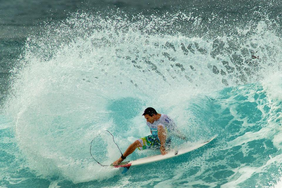 Free Surfing Billabong Pipe Masters