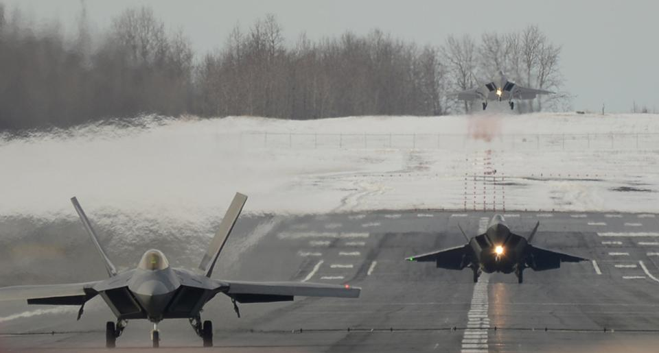 Free Three F-22 Raptors landing