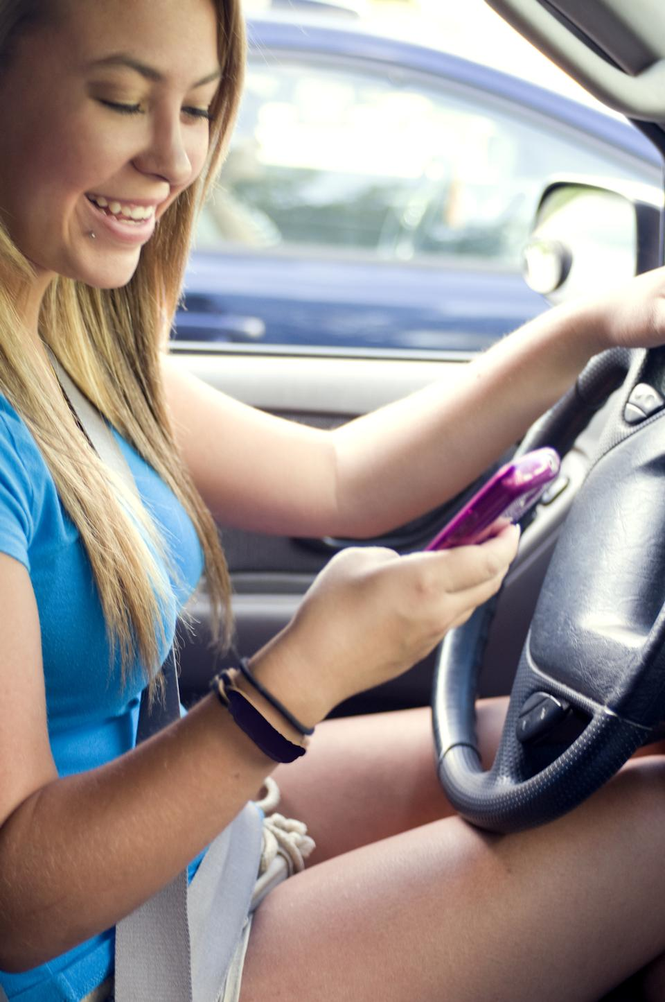 Free A Teen Girl Texting While Driving