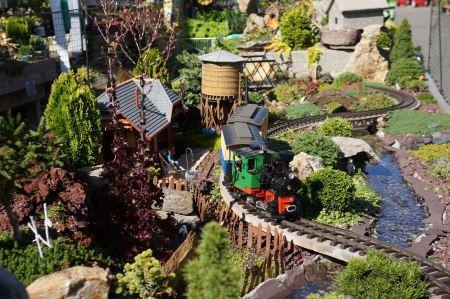 Free detailed miniature model railway