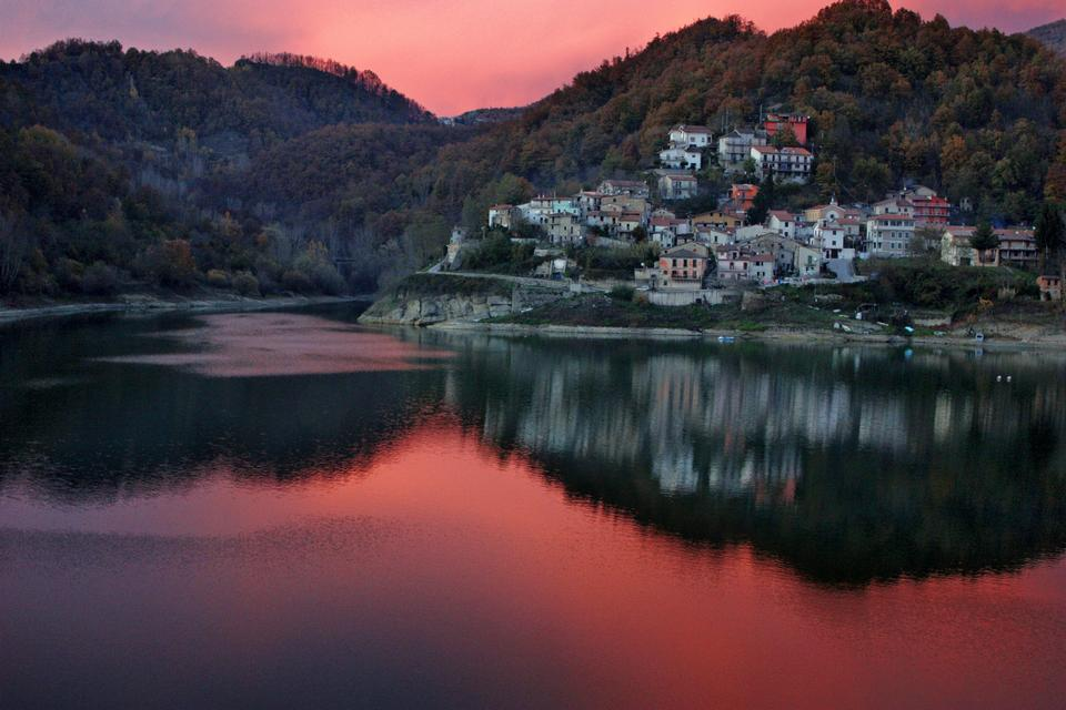 Free View of rural village Ornaro Basso in italian countryside