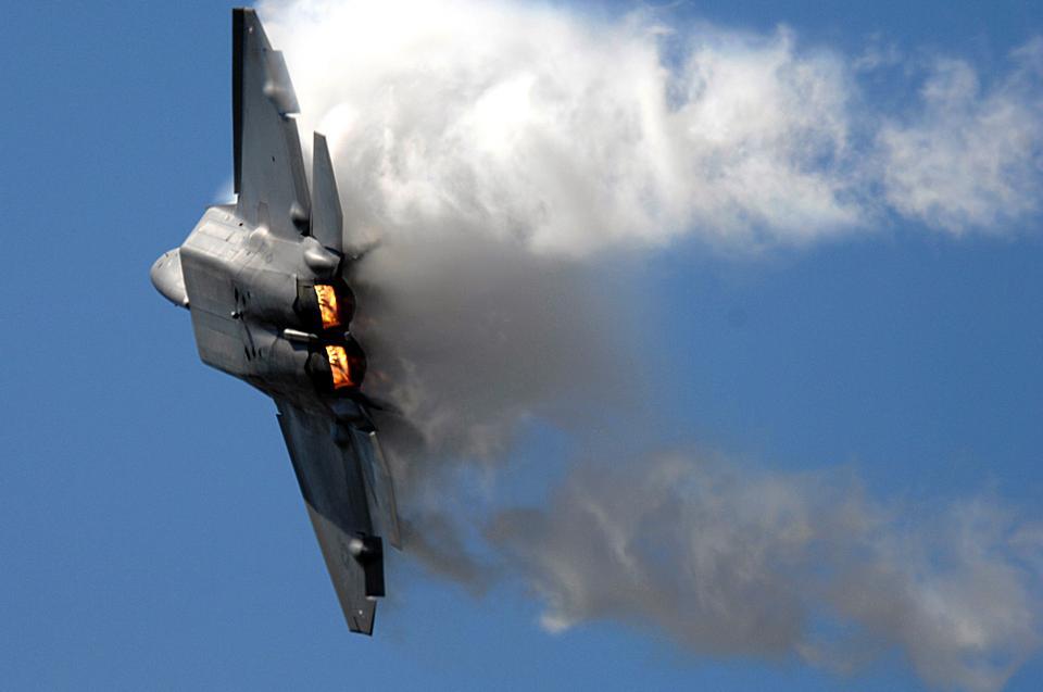 Free F-22 Raptor Flying In The Sky