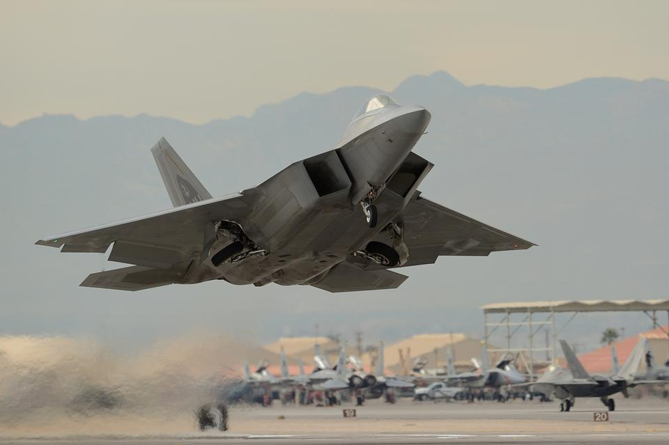 Free Trained to fight F-22 Raptor