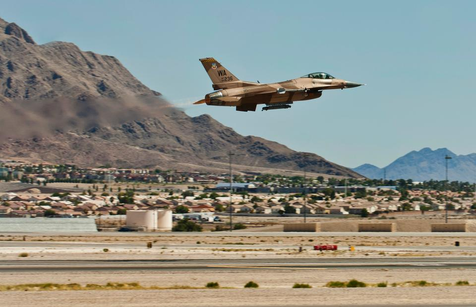 Free F-16 Flightline Take off