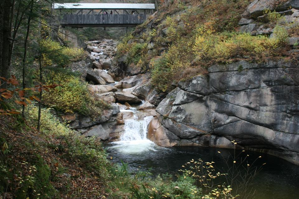 Free New Hampshire autumn stream in the white mountains area