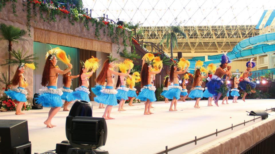 Free The Hula Girls dancing Spa Resort Hawaiians