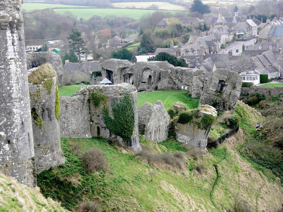 Free Ruins of Corfe Castle with village of Corfe