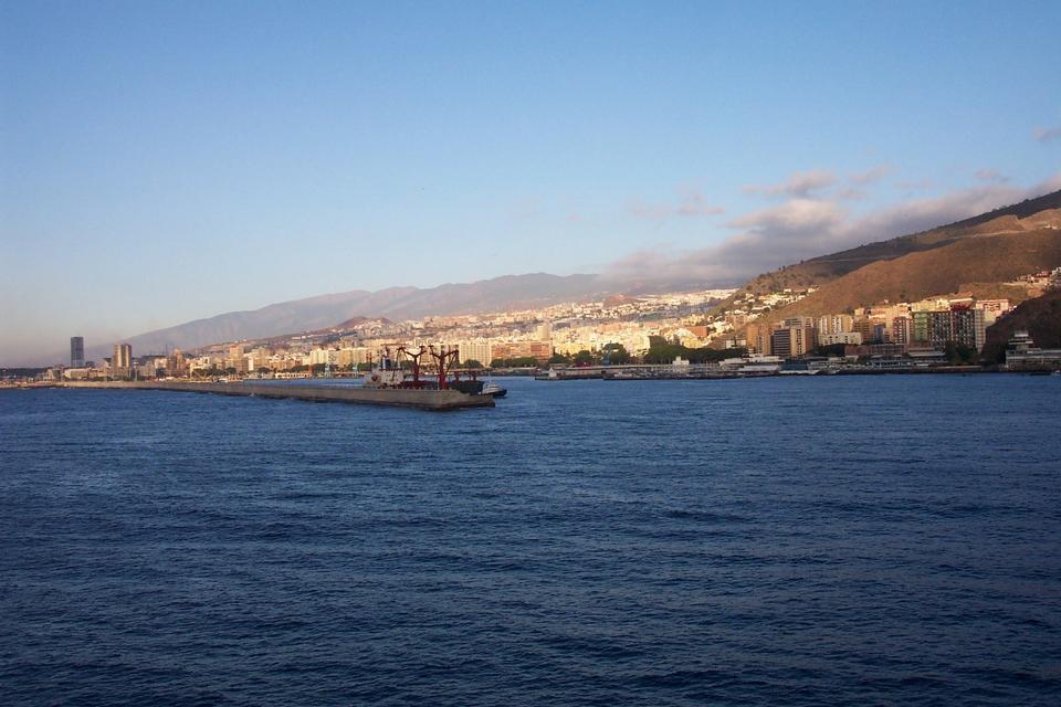 Free The harbor at Santa Cruz de Tenerife