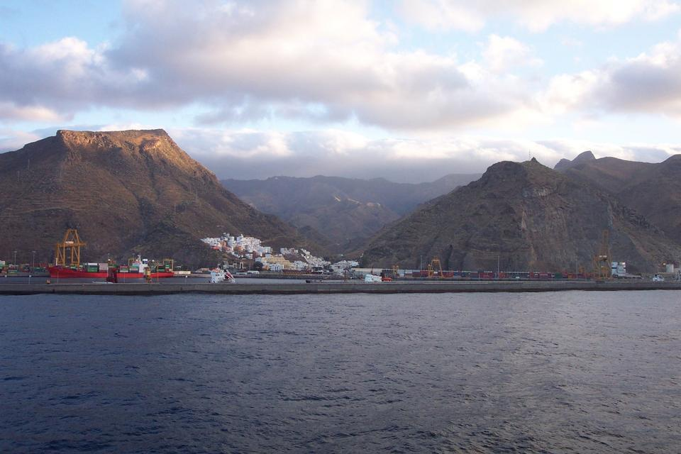 Free The harbor at Santa Cruz de Tenerife