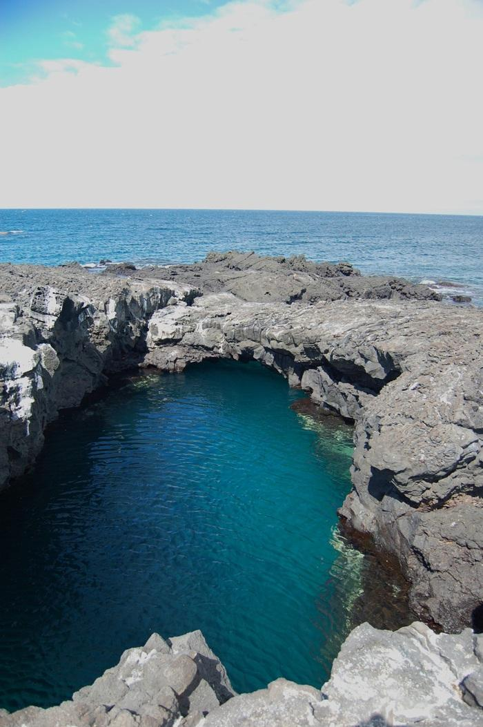 Free A beautiful grotto with a tunnel to the sea  Ecuador