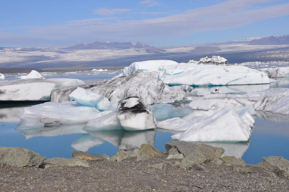 Free Icelandic glacier flowing down to the sea