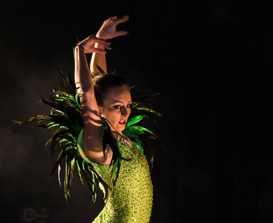 Free Pretty Burlesque dancer