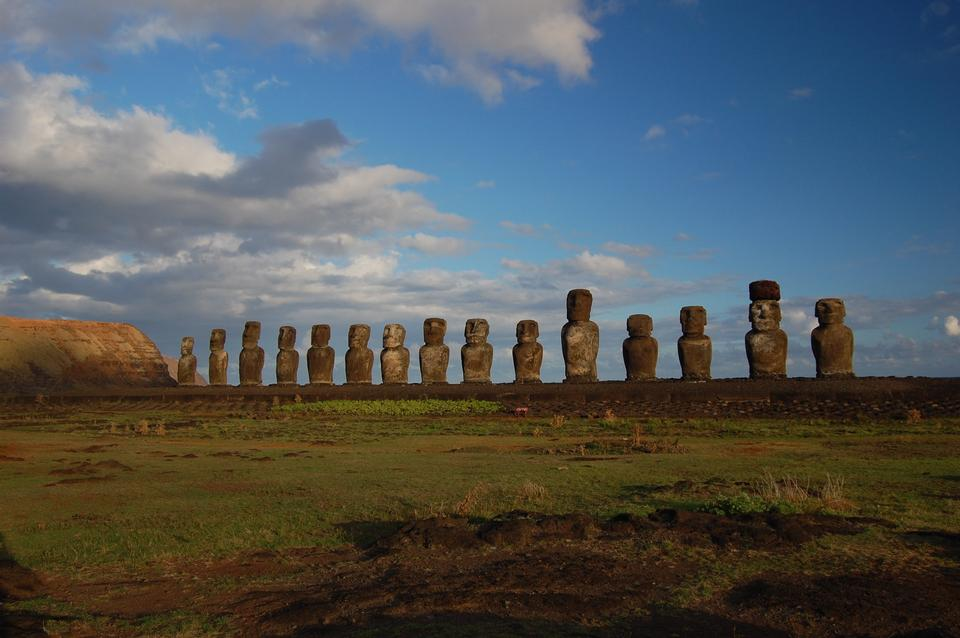 Free Moai facing inland at Ahu Tongariki