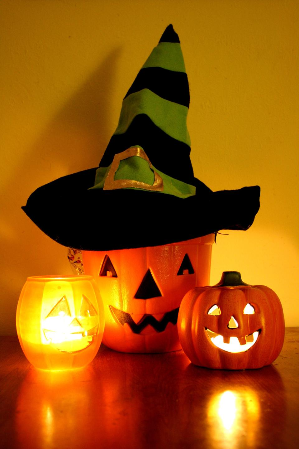 Free Halloween Jack-o-Lantern Bucket with Witch Hat and Candles