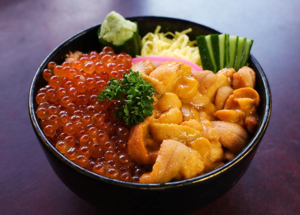Free sea urchin salmon roe bowl