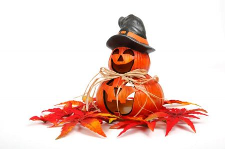 Free Smiling halloween pumpkin with autumn decoration