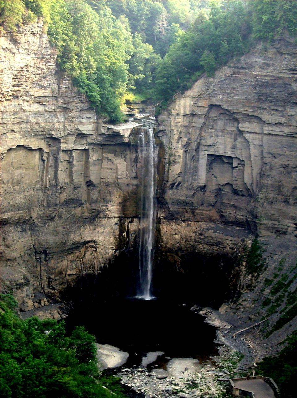 Free Magnificent waterfall dropping over shale cliffs