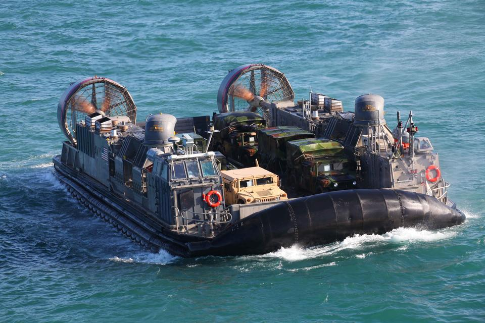 Free US Navy hovercraft transporting Marines